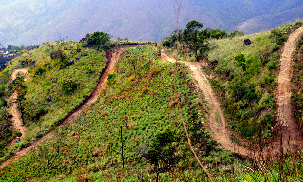Kurangani,Theni.here are some of India's most-loved hill stations kuragani,its awesome expreience travelling in the road.Established as a summer retreat .-Rengha holidays