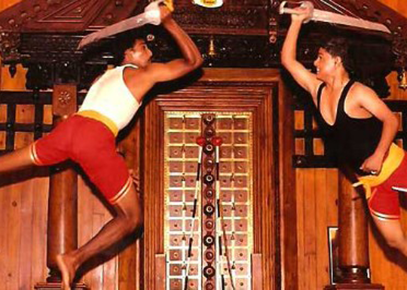 KURANGANI.thekkady.Kadathanadan Kalari Centre is a renowned centre of the traditional form of martial arts, Kalaripayyattu which was invented by Sage Parshuram. The programs arranged by the centre are-RENGHA HOLIDAYS