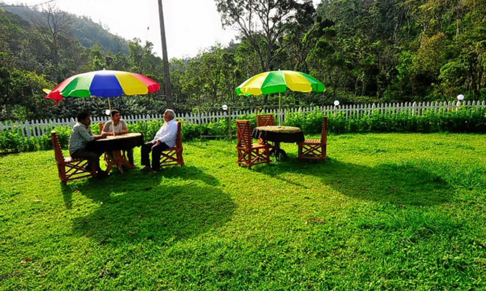 Kurangani,Thekkady.Resorts.ITS A restaurant is a place where you can eat a meal and pay for it. In restaurants your food is usually served to you at your table by a waiter or waitress.paying for their-Rengha Holidays