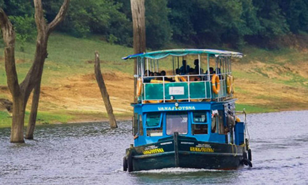 Kurangani.Thekkady,Thekkady is one of the finest wildlife reserves in India, and spread across the entire district are picturesque plantations and hill towns that hold great opportunities for treks an-RENGHA HOLIDAYS