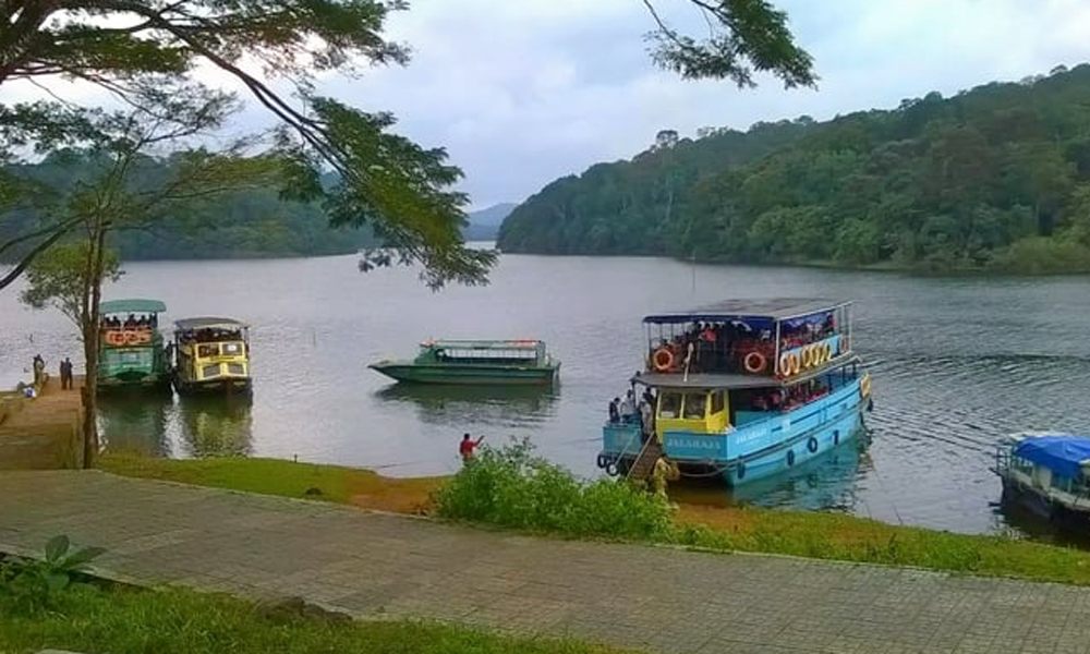 kurangani,Thekkady,Sparkling Periyar Lake  Taste the luxury with a plush lavishness at a cruise! If you are here to delve in ultimate bliss, then you must try this. Floating over the man-made lake, an-RENGHA HOLIDAYS