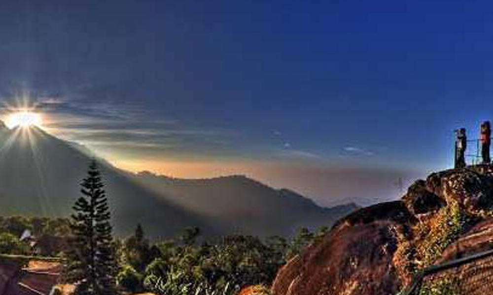 Kurangani,Munnar,Pothamedu View Point, situated 5 km off Munnar, is adorned with stretching hills and lush green mountains. One can witness the spectacular wide views of tea, coffee and cardamom plant-RENGHA HOLIDAYS
