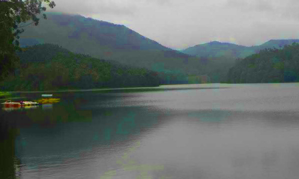 kuragani .Munnar ,Kundala Dam the laps of lush jungle is Kundala Dam & Lake laying 23 km off Munnar. This arch dam is famous for its Kashmiri-Shikara boat rides and pedal boat rides.-RENGHA HOLIDAYS