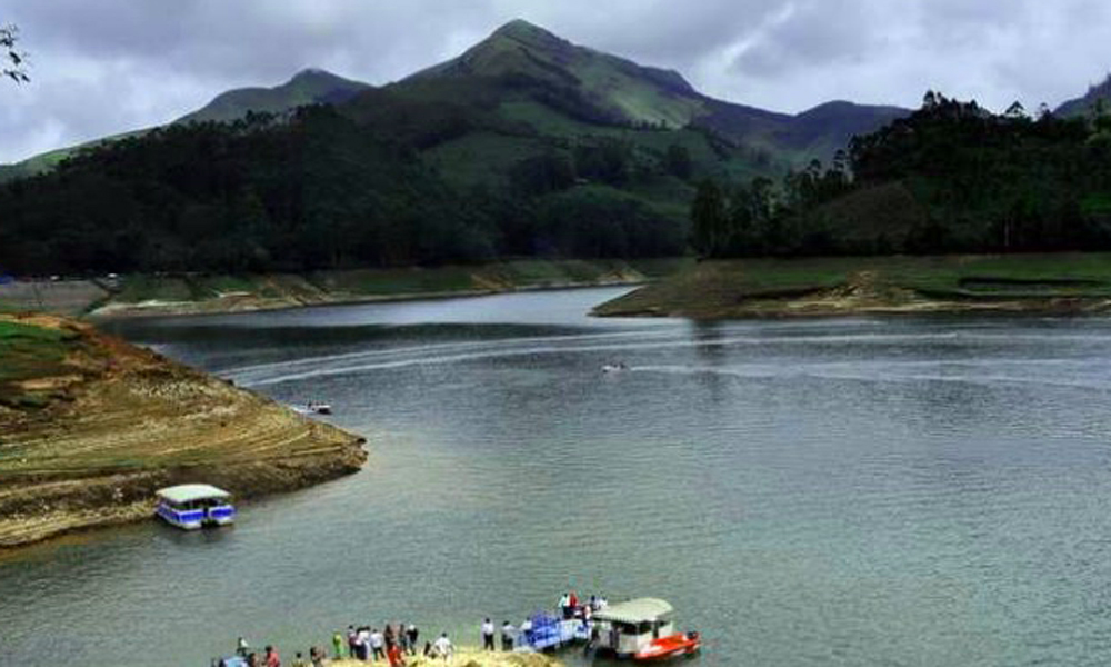 Kurangani MUNNAR Mattupetty Dam the Munar hills near the Anamudi peak, the dam is situated 1700 meters high. The green valleys and pleasant ambience surrounding make up for a captivating site. The ref-RENGHA HOLIDAYS
