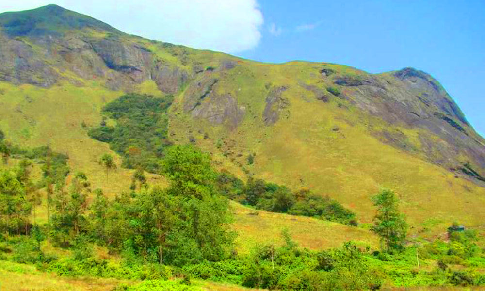 Kurangani.MUNNAR Anamudi Peak A famous trekking destination in Munnar, the Anamudi peak is considered to be the tallest peak outside of the Himalayas and in the Western Ghats of the South as well as t-RENGHA HOLIDAYS