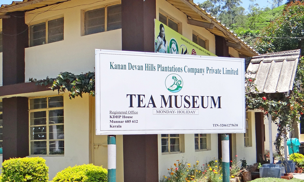 Kurangani ,MUNNAR The country's first ever Tea Museum located at KDHP's Nullatanni Estate, is just a five minute drive from Munnar Town. The thousands of tourists who visit Munnar for sightseeing can -RENGHA HOLIDAYS